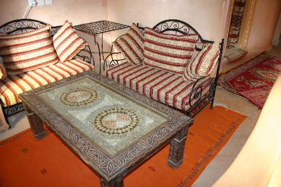 Guest House Merzouga: coin salon de suite
