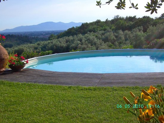 Fattoria Le Poggiola: view from the pool