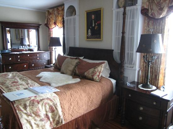 1907 Bragdon House Bed & Breakfast: A shot of Di's Suite