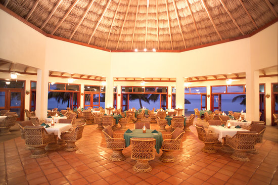 Jaguar Reef Lodge and Spa: Beachfront dining room