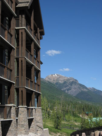 Palliser Lodge: Exterior Summer