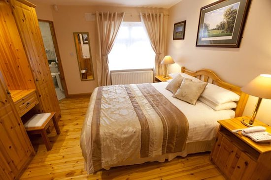 The Tides Guesthouse Ballybunion: Double King Room no. 2