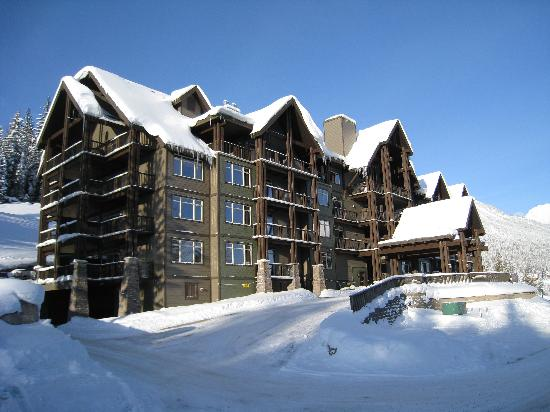 ‪‪Palliser Lodge‬: Exterior Winter‬