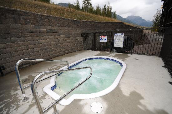 Palliser Lodge: Shared Hot Tub
