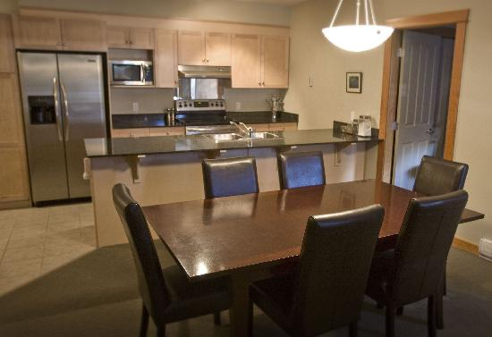 Canmore Crossing: Kitchen-Dining Area