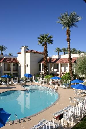 Sands of Indian Wells: Pool and Grounds