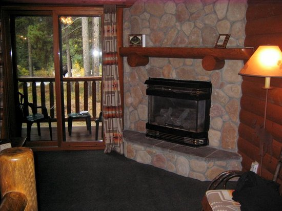 Baker Creek Mountain Resort: We loved having the fire place on at night