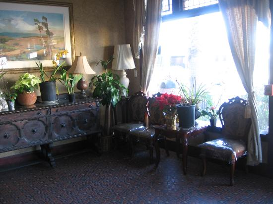 Dolphin Hotel: Front lobby
