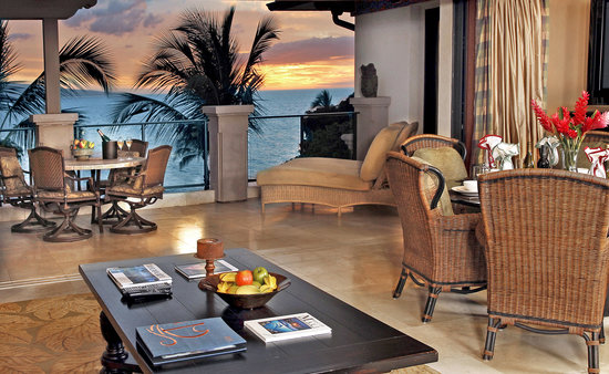Wailea Beach Villas: Each suite is tastefully decorated with designer furnishings