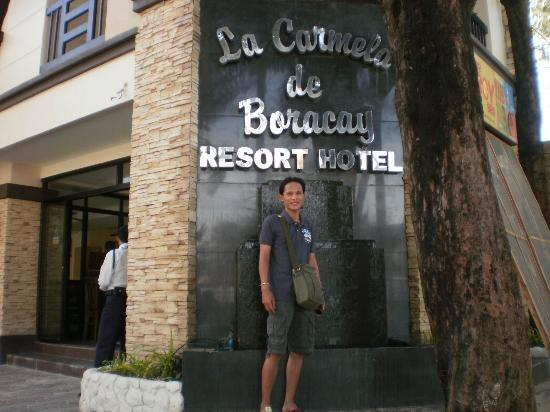 Boracay Travelodge Beach Resort: Infront of La Carmela