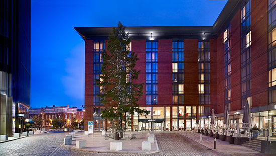 Hilton Garden Inn Birmingham Brindleyplace: Exterior at dusk