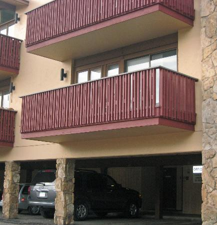 Lichenhearth Condominiums: Deck