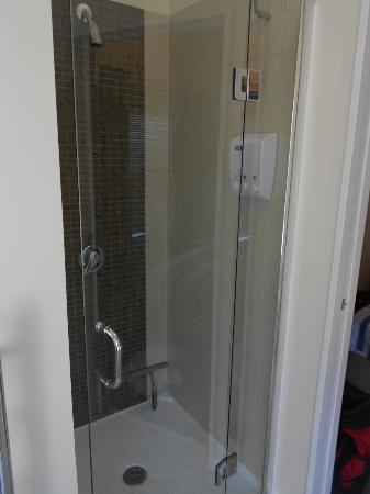 Baystay B&amp;B: Shower is good for tall people (like me). The shower head is at a good height for tall people.