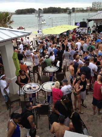 Shephard's Beach Resort: Crowded deck on Sunday.