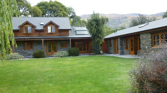 Wanaka Homestead Lodge and Cottages: Rear of Lodge