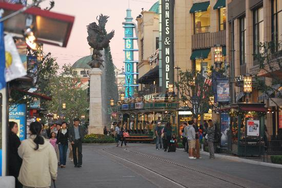 the grove mall los angeles with Locationphotodirectlink G32655 D547175 I40289492 The Grove Los Angeles California on Ira Keller Forecourt Fountain further Nike 2015 Doernbecher Collection further Shopping in addition Innovative Branding Grove Partners Uber Offers Free Holiday Rides further The Grove And Fashion Island Bring Free Events To Shoppers.