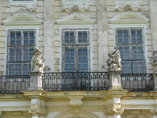 schloss dornava fassade mit balkon picture of schloss. Black Bedroom Furniture Sets. Home Design Ideas