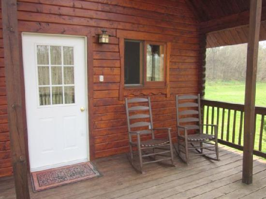 Gander Island Cabins: The front porch complete with rocking chairs
