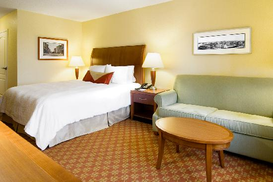 Hilton Garden Inn Wilmington Mayfaire Town Center: Spacious guest rooms