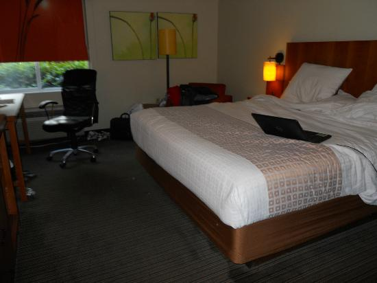 La Quinta Inn &amp; Suites Miami Cutler Ridge: King Size bed