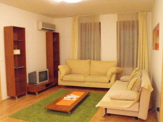 Aboriginal Budapest Apartments: Salotto