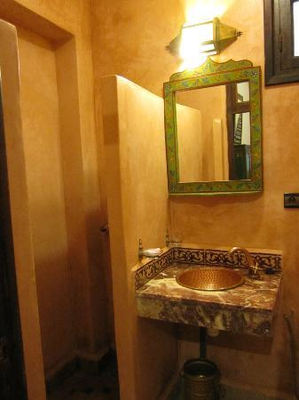 Riad Jardin Chrifa: bathroom