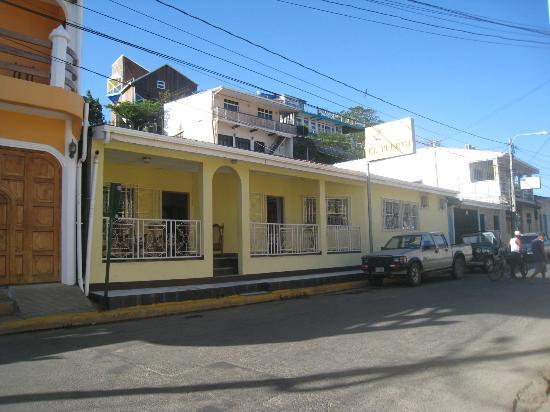 Hotel El Puerto: Front of El Puerto