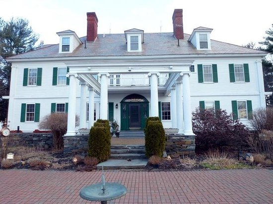 Juniper Hill Inn: Front of the Inn