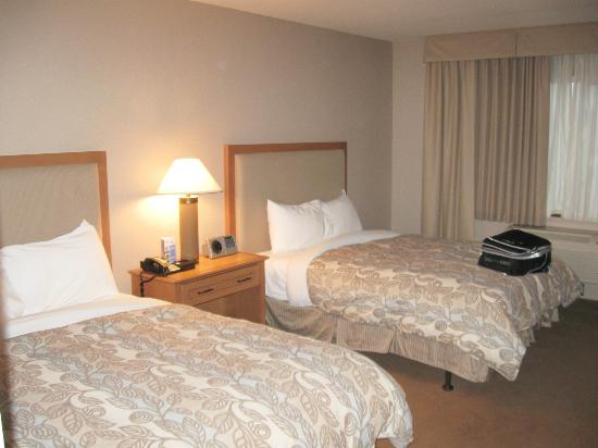 Coast Hotel & Convention Centre: double beds