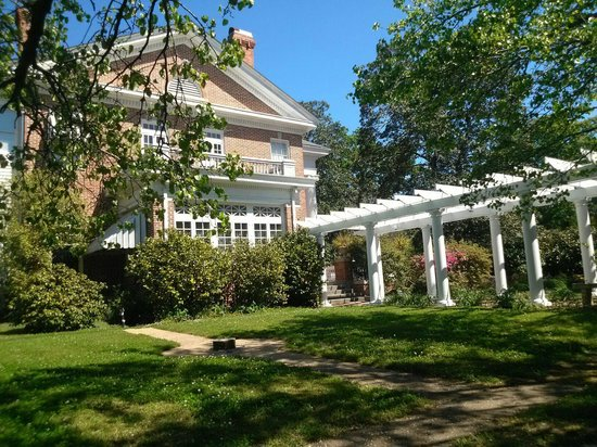 Hillcrest Manor Bed & Breakfast