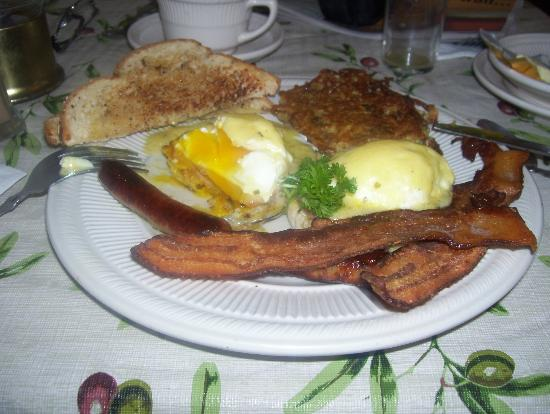 Old Stagecoach Inn: eggs benedict