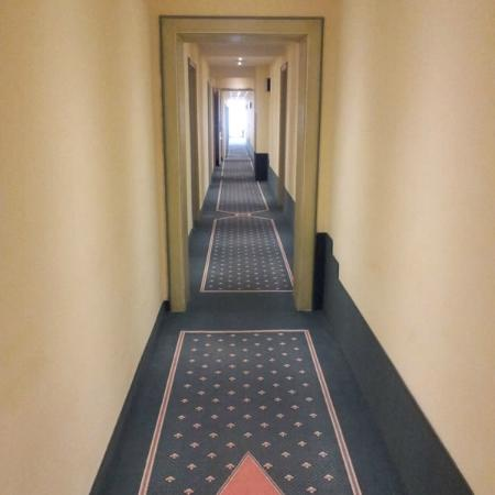 Stadt Muenchen Hotel: Unusually long hallway