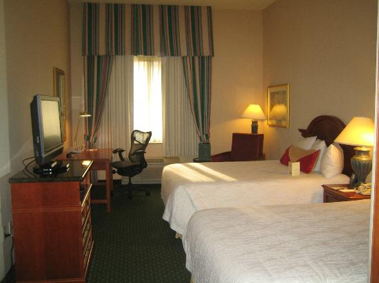 Hilton Garden Inn Minneapolis Eden Prairie: Room on 1st floor with strangely high ceilings