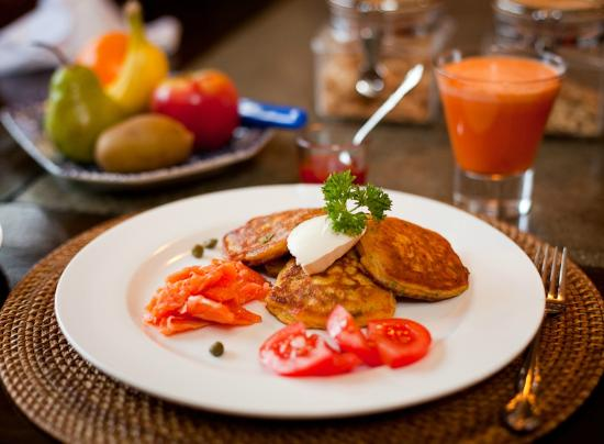 Bearsden Bed and Breakfast: Delicious corn cakes and lox