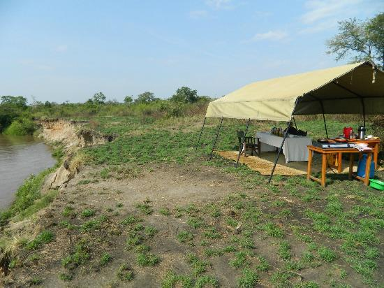 Ishasha Wilderness Camp: The wonderful setting by the Ntungwe after our game drive