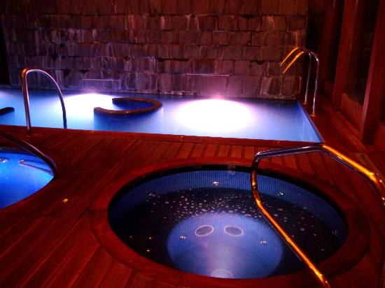 Urubamba, Perú: The Spa at night