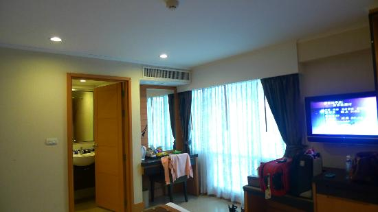 Citin Pratunam Hotel: The vanity area/pantry