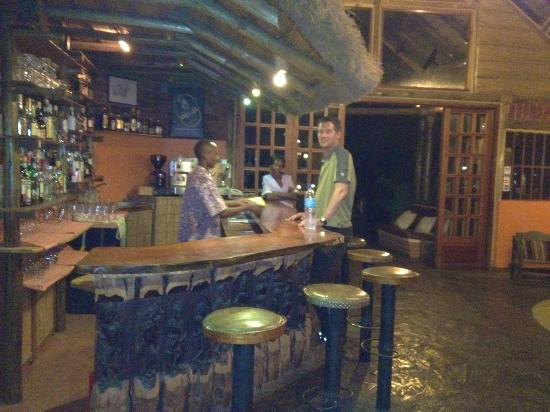 Arumeru River Lodge: Bar area