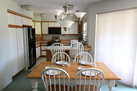 Kahler Glen Golf & Ski Resort: Large kitchen & dining area