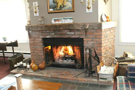 Inn at Mount Snow: The Fireplace