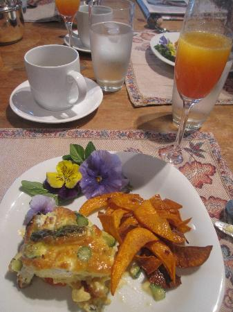 Oak Knoll Inn: Heavenly Frittata and Sweet Potato chips