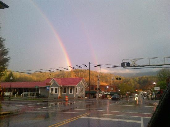 Charleston Inn: Double rainbow over the train depot