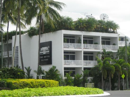 The Hotel Cairns : La facciata esterna 