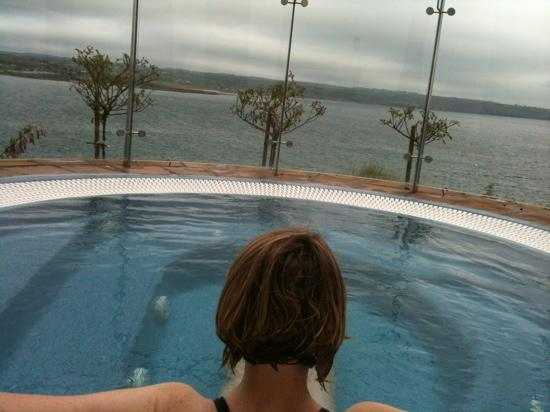 Ardmore, ไอร์แลนด์: view from the outdoor jacuzzi