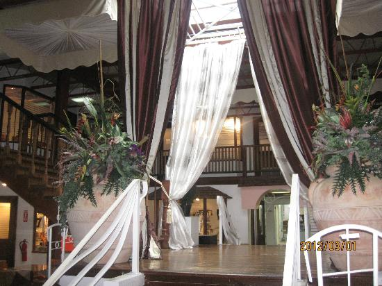 The Normandie Hotel &amp; Conference Centre: main lobby