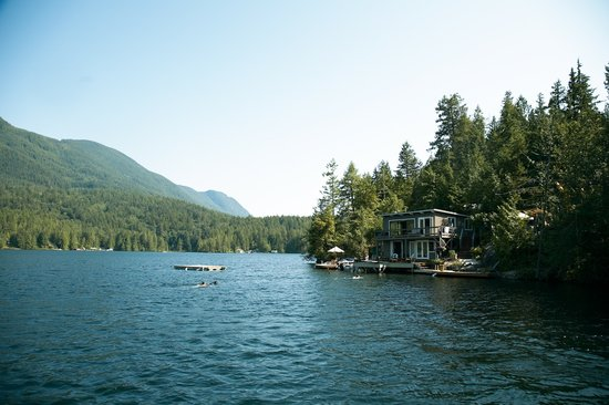 Sakinaw Lake Lodge
