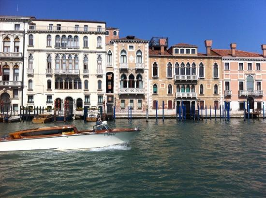 Club Hotel: Venice by bus