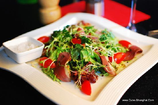 Cube Photo: Duck breast salad