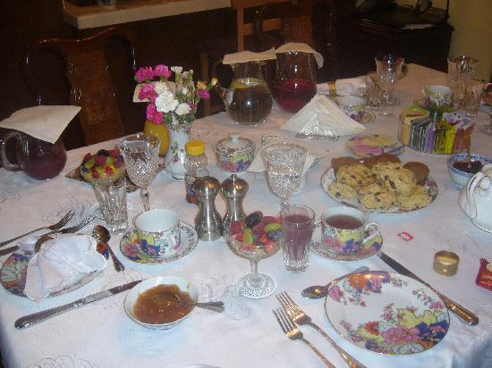 Grace's Secret Garden B&B: Splendida colazione