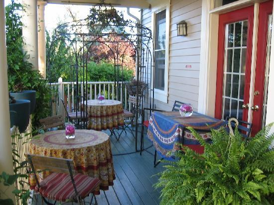 Globetrotters Bed and Breakfast: Relax on our covered veranda.